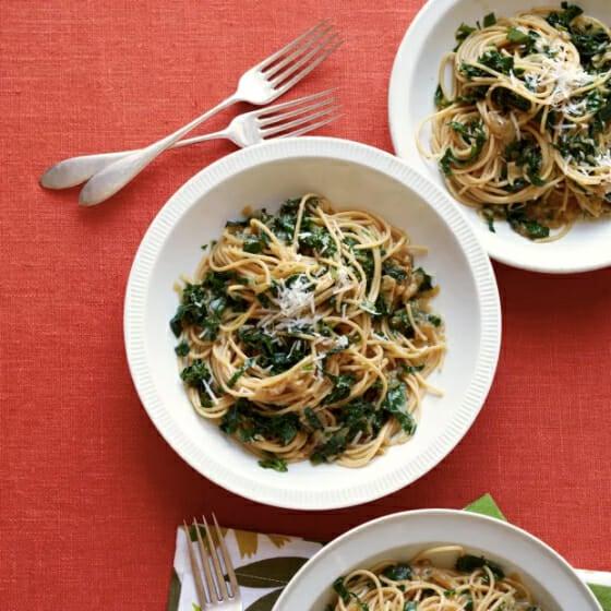 shallot-spaghetti-with-kale