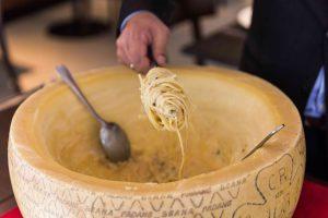 Cacio e Pepe Cheese Wheel Recipe_featured